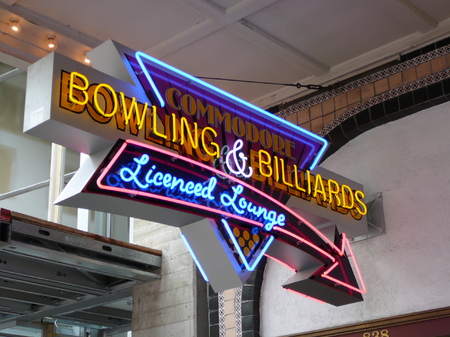 Commodore Bowling & Billiards - Neon Projecting Sign